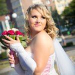 Roxana cu buchet de mireasa la nunta in Piatra Neamt